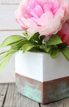 You won't believe that this faux copper patina vase arrangement isn't made with a vase at all! It's made with a foam block!