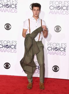 Cameron Dallas arrives at the People's Choice Awards 2016