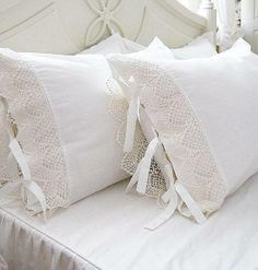 Stupefying Cool Tips: Shabby Chic Fabric Fat Quarters shabby chic pillows doilies.Shabby Chic White Old Windows shabby chic white entryway.Shabby Chic White Old Windows. Camas Shabby Chic, Shabby Chic Decor, Diy Pillows, Decorative Pillows, Cushions, Linen Bedding, Duvet, Chic Bedding, Bed Linens