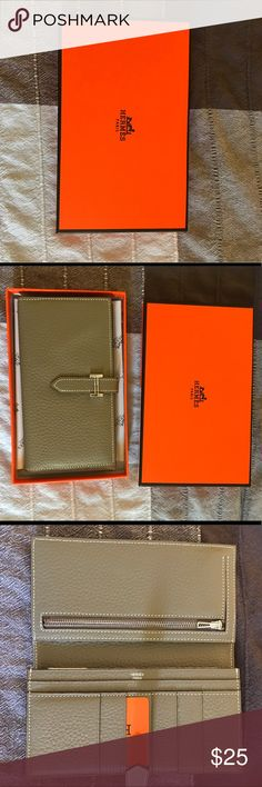 Hermes wallet (NOT AUTHENTIC) Could be authentic, could not be. I'm gonna go with no. But compared to the authentic one, is in great condition and pretty spot on Bags Wallets