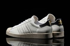 The G-SNK series running between adidas Originals and renowned Japanese retailer atmos continues to live on, with the two parties introducing their seventh collaborative shoe. This version again consi...