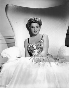 Photo d'actualité : Portrait of American actor Judy Garland sitting...