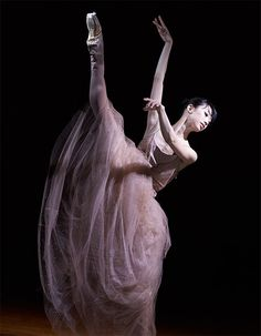 Royal Ballet, Human Art, Dance Photography, Ballerinas, Dance Costumes, Jewelry Art, Attitude, Dancing, Aesthetics