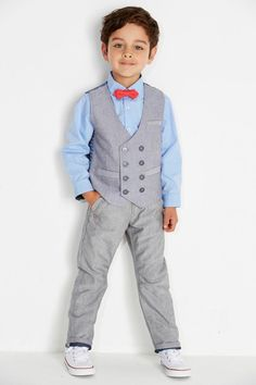 Let your little page boys look cool with these great page boy outfit suggestions! Little Boy Fashion, Baby Boy Fashion, Fashion Kids, Boys Short Suit, Boys Suits, Outfits Niños, Kids Outfits, Boys Wedding Suits, Baby Boy Dress