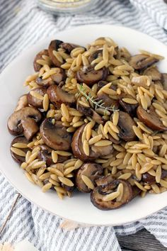 This Orzo with Mushrooms, Browned Butter, and Thyme comes together in only 30 minutes and with one pot- a great vegetarian side or meal with a deep, earthy, rich flavor! Pasta Dishes, Food Dishes, Side Dishes, Healthy Recipes, Cooking Recipes, Cooking Pork, Cooking Salmon, Cooking Games, Pasta Recipes