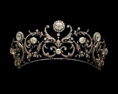 The 'Daisy' Tiara as it was first made for Princess Abamalek in 1907 with no diamond base.