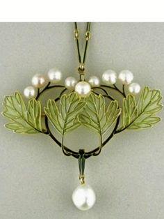 René Lalique Pendant // artnouveau.soup.io