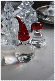 Lykke i Jordbærveien 4: Jul i vitrineskapet