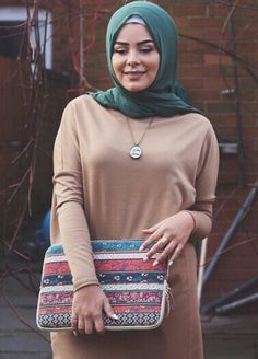 absolutely loving this thick Jersey tan knee-length top from as well as their scarf and necklace much more photos arriving. Islamic Fashion, Muslim Fashion, Modest Fashion, Unique Fashion, Casual Hijab Outfit, Casual Outfits, Habiba Da Silva, Muslim Hijab, Abaya Fashion