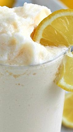 CopyCat Chick-fil-A Frosted Lemonade - This is going to quickly become one of your favorite frozen treats this summer! Fun Drinks, Yummy Drinks, Healthy Drinks, Beverages, Yummy Food, Tasty, Frozen Desserts, Frozen Treats, Just Desserts