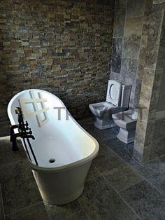 Luxusná kúpeľňa v rustikálnom štýle z travertínu strieborného | Travert s.r.o. http://travert.sk/referencia/luxusna-kupelna-v-rustikalnom-style-z-travertinu-strieborneho