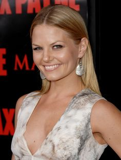 Jennifer Morrison Since October 2011, Morrison had a starring role in ABC's Once Upon a Time. She played the role of Emma Swan, a bail bonds collector who turns out to be the missing daughter of Snow White and Prince Charming. Jennifer Morrison, Olivia Taylor Dudley, Female Actresses, Emma Swan, Bikini Pictures, Gal Gadot, Height And Weight, Child Models, Celebrity Pictures