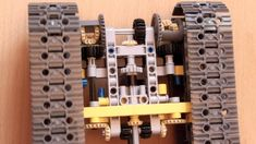 Lego technic superimposing steering gear for tracked vehicles