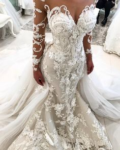 662 vind-ik-leuks, 7 reacties - Suzanna Blazevic (@suzannablazevic) op Instagram: 'Details with MARYANNE at one of her fittings in#custom #suzannablazevic Couture#fashion #bridetobe…'