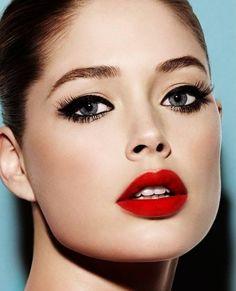 Leuchtend Rote-Lippen Stift-Schminke für besondere Anlässe