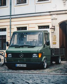 Mercedes Van Via - - - - - Mercedes Benz Coupe, Mercedes Van, Mercedes Benz Trucks, Mini Trucks, Cool Trucks, Custom Trucks, Custom Cars, Ford Courier, Cool Vans