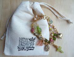 Armbänder - Armband vergoldet Schutzhand Kreuz rosa hellgrün - ein Designerstück von Gabriele-von-Gratkowski bei DaWanda