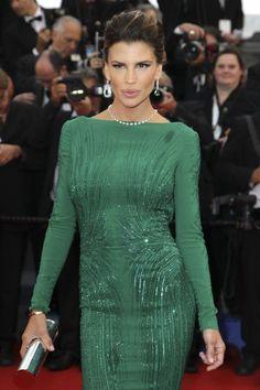 El frente del vestido verde