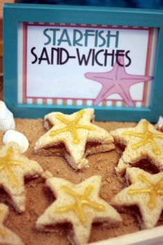 """Starfish """"sand' wiches- I am liking these super easy and quick ways to make lunches that much more fun and love filled. Perfect mermaid or moana party food idea Moana Party, Moana Theme, Little Mermaid Birthday, Little Mermaid Parties, Luau Birthday, Birthday Parties, Girl Birthday, Birthday Ideas, Moana Birthday Party Ideas"""