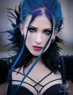 Amazing makeup and hair. How to be goth without looking like a stereotype. Beautiful ❤️