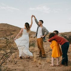 Dancing in the desert. Outdoor Family Photography, Desert Photography, Dance Photography, Family Photos What To Wear, Fall Family Photos, Christmas Photos, Family Pictures, Family Photo Sessions, Family Posing