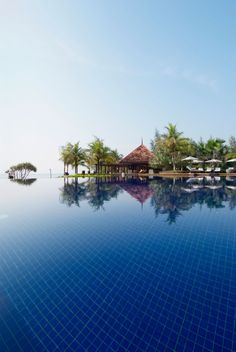 The Tanjong Jara Resort is located in Batu, Kuala Lumpur, Malaysia. Outdoor Water Features, Pool Fountain, Tropical, Cool Pools, Awesome Pools, Holiday Destinations, Resort Spa, Dream Vacations, Vacation Spots