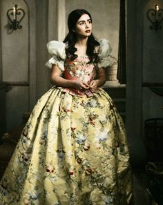 My dream Halloween costume!!!              Mirror Mirror   Lily Collins as Snow White