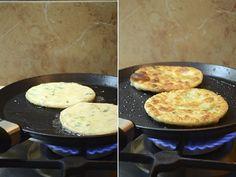 Turte chinezești cu ceapă verde: crocante la exterior și pufoase la interior, cu un gust ușor de sare și aromă de ceapă verde! - Retete-Usoare.eu