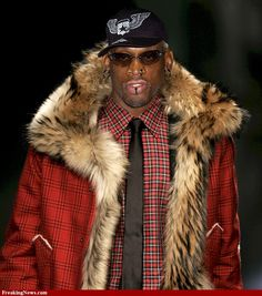 Dennis Rodman, I Love Basketball, Mens Fur, Happy Moments, Style Icons, Nba Style, Brad Pitt, Angelina Jolie, Fur Collars