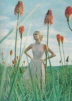 Sixties Fashion, Vogue Fashion, Fashion Shoot, Vogue Uk, High Fashion, Art Photography, Fashion Photography, Glamour Photography, Lifestyle Photography