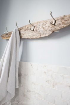 DIY Super Simple Drfitwood beachy towel rack !