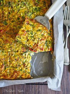 The Incredible Very Edible Zucchini Slice Zucchini Slice @ Not Quite Nigella Vegetable Recipes, Vegetarian Recipes, Cooking Recipes, Healthy Recipes, Vegetarian Zucchini Slice, Easy Zucchini Slice, Recipe Zucchini, Cooking Time, Vegetable Slice