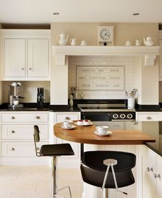 Wollaton Shaker - Charles Yorke Creative use of an expanse of space to create a smart breakfast bar Traditional Kitchen, Kitchen Design, Kitchens, Bar, Dining, Space, Create, Breakfast, Table