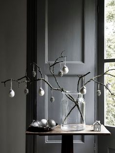 In our personal ranking of Christmas catalogs, The White Company is a leader year after year. Each time, brand designers manage not only to photograph ✌Pufikhomes - source of home inspiration The White Company, Luz Natural, Noel Christmas, 12 Days Of Christmas, Christmas Ideas, Modern Christmas Decor, Christmas Decorations, John Lewis, Decoration Gris