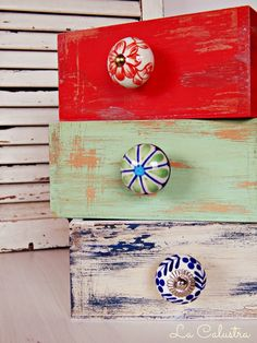 LOVE these drawer pulls! Hand Painted Furniture, Recycled Furniture, Bibliotheque Design, Vintage Shabby Chic, Design Crafts, Furniture Makeover, Chalk Paint, Arts And Crafts, Diy Projects
