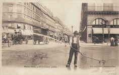Les petits métiers du Paris d'antan L'arroseur public...