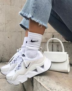 White Sneakers, Sneakers Nike, Chunky Sneakers, Souliers Nike, Sneaker Store, Baskets Nike, Aesthetic Shoes, Hype Shoes, Fresh Shoes