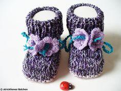 Die ersten Frühlingsboten:)    Die Babyschuhe sind garantiert handgestrickt. Sie sind mit sehr schöner Garnmischung gestrickt. Aber sie sehen nicht...