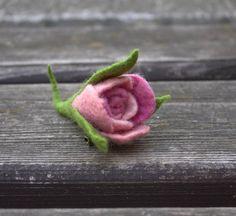 #FeltFlower #Brooch #RosePink #Giftformom #giftforher #etsyshop #melmetextil #Mothersday