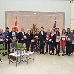 """Okulumuz Görsel Sanatlar Eğitimi Öğretmeni Şahika Yaman Bayram'ın düzenlediği Türkiye'nin çeşitli kentlerinden heykel, resim ve fotoğraf çalışmaları ile toplamda 25 sanatçının eserleri 20 Mayıs günü okulumuzda sergilendi. Çetin Erokay ''sanatın önemi"""" konulu söyleşisini sundu. Çello keman ve piyano eşliğinde çocuklarımız profesyonel sergiye katılma imkanı buldular. Ardından yine okulumuz Müzik Öğretmeni Medine Kılıç'ın düzenlediği keman piyano dinletisi icra edildi. Piyano Sanatçısı Tayfun…"""