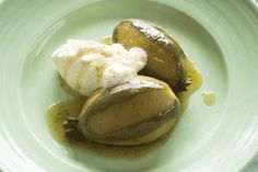 These feijoas are poached in a lime and ginger-scented riesling syrup and served with a vanilla-flavoured cream. They make the perfect autumn dessert and are just the right colour to serve on St Patrick's Day on March Guava Recipes, Cream Recipes, Fruit Recipes, Homemade Crumpets, Healthy Ice Cream, Shortcrust Pastry, Sweet Wine, Fall Desserts, Food Processor Recipes