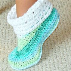 Crochet Baby Booties Cuffed booties crochet pattern adults and kids by Genevive o… Baby Slippers, Slippers Crochet, Crochet Mittens, Mittens Pattern, Crochet Slipper Boots, Bedroom Slippers, Easy Crochet Socks, Knitted Booties, Crochet Gratis