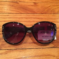 Gorgeous pair of sunglasses Beautiful pair of sunglasses. 100%uv protection. Brown with a gold design and embellishment. Fantas-Eyes Accessories Sunglasses
