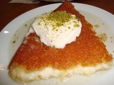 """Μια πολύ εύκολη συνταγή για ένα υπέροχο σιροπιαστό γλυκό. Κιουνεφέ το """"Ανατολίτικο"""". Ένα ανατολίτικο γλύκισμα πολύ εύκολο στη παρασκευ... Greek Sweets, Greek Desserts, Greek Recipes, Fun Desserts, Light Desserts, Sweets Recipes, Cooking Recipes, Greek Cake, Lebanese Desserts"""