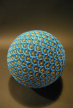 Temari Balls - The Creation of a 88 Year Old Japanese. The amazing creations of a 88 year old japanese grandmother, practicing with talent. Sculpture Textile, Textile Art, Patterns In Nature, Textures Patterns, Led Light Installation, Temari Patterns, Art Du Monde, Yoga Studio Design, Colossal Art
