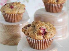 Vous êtes un fan du mélange de sucre et d'amertume des fraises et de la rhubarbe? Alors, préparez-vous ces délicieux muffins d'été :)