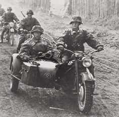 German Forces - Waffen-SS motorcyclists in the Balkans. German Soldiers Ww2, German Army, Military Photos, Military History, Pictures Of Soldiers, Prinz Eugen, Germany Ww2, Sidecar, Panzer
