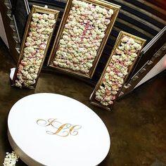 #davinciflorist #wedding ##luxe #luxewedding #reception #ceremony#stagedecor#roundstage#amazing##unique #gorgeous #flowerwall##ceremonydecor#weddingdecor#weddingflowers#mart#round#monogram#uniqueweddings