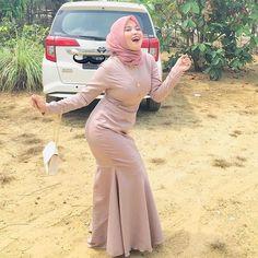 Muslim Women Fashion, Womens Fashion, Girl Hijab, Muslim Girls, Hijab Fashion, Amazing Women, Two Piece Skirt Set, Sexy, Skirts