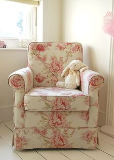 ARMCHAIR: floral country pattern, single piping on linen background - w: 80cm, h: 90cm; d: 75cm; @ £ 365.00